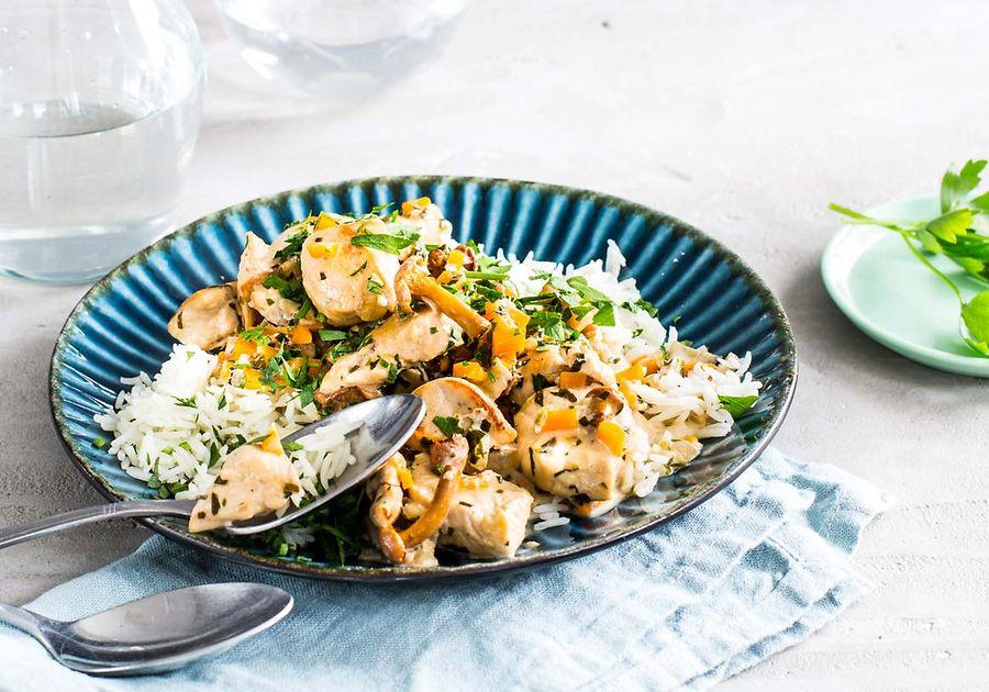 Video-Rezept: Möhren-Pilz-Pfanne mit Hähnchenbrustfilet